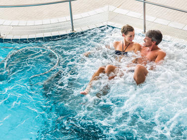 Wellness Entspannung Familie Partner Liebe Therme Beauty Bad Fotolia