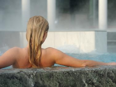 Wellness Kur Therme Thermal Schoenheit Beauty Entspannung Fotolia 109247308 Subscription Monthly M