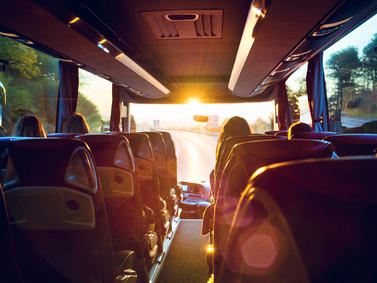 Bus Busreise Abend Sonnenuntergang Reiseverkehr Fotolia 140696138 Subscription Monthly M2