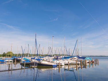 Chiemsee Boote Fotolia 87037959 Subscription Monthly M