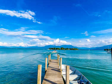 Chiemsee Steg Boot Chiemgauer Berge Fotolia 67433406 Subscription Monthly M