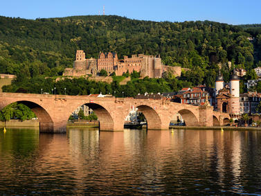 Heidelberg Schloss Alte Bruecke Neckar Fotolia 63191622 Subscription Monthly M2