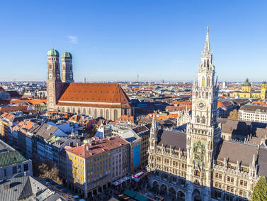 Muenchen Rathaus Marienplatz Shopping Fotolia 78774083 Subscription Monthly M2