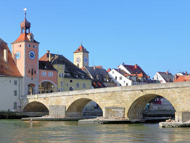 Regensburg Steinerne Bruecke Donau Fotolia 70765904 Subscription Monthly M