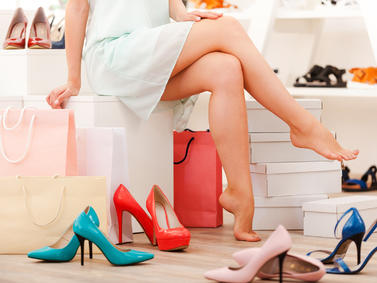 Shopping Einkaufsbummel Schuhe Fotolia 89107619 Subscription Monthly M3