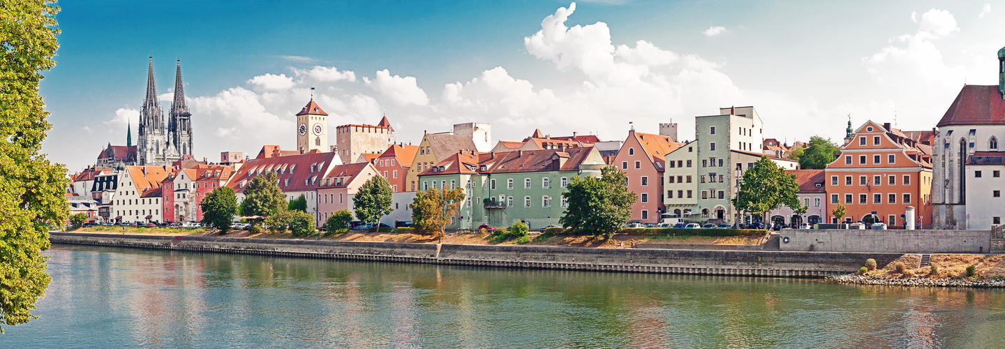Regensburg Panorama Fotolia 89801191 Subscription Monthly M