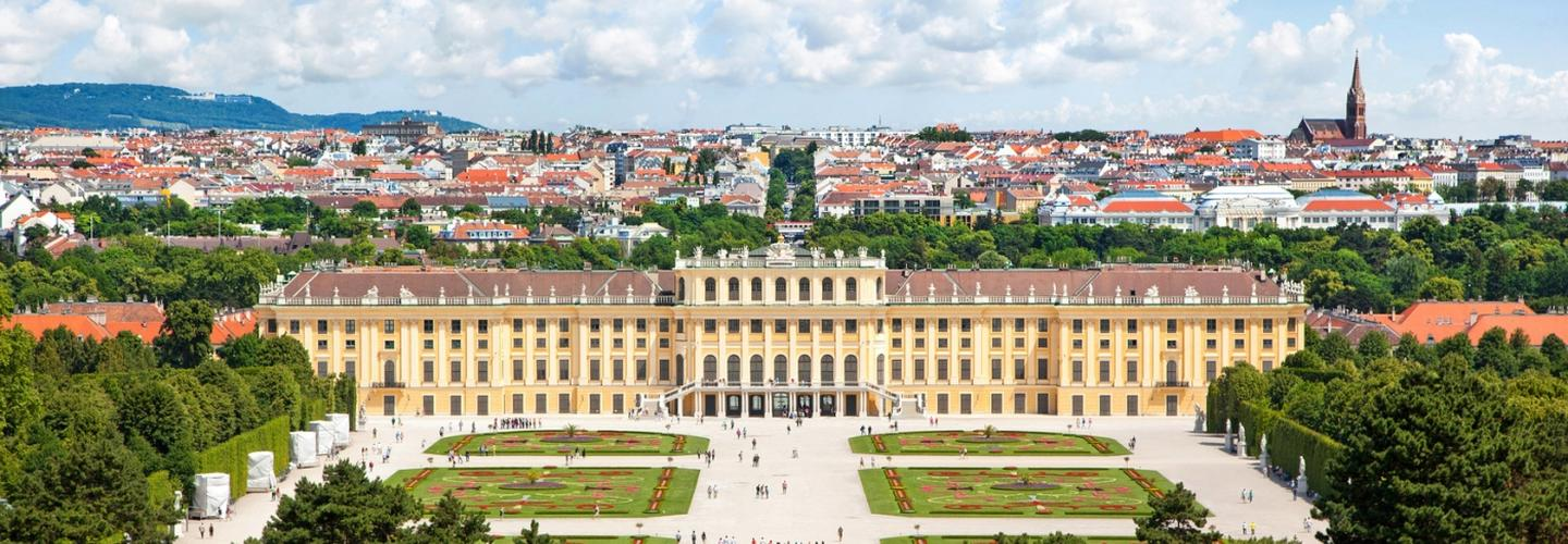 wien-schoenbrunn-oesterreich-fotolia-54577153-subscription-monthly-m.jpg