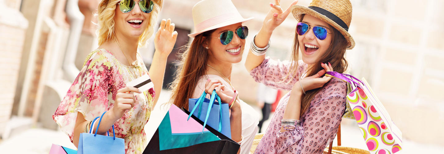 Shopping Einkaufsbummel Freunde Spass Fotolia 84206998 Subscription Monthly M