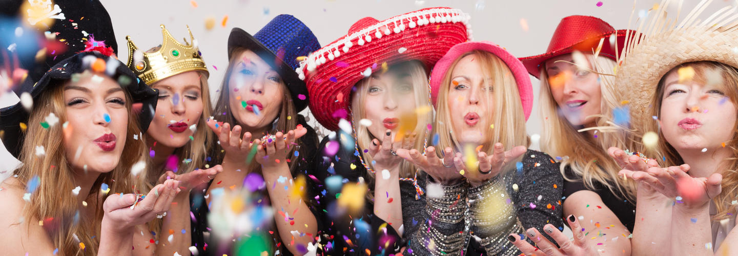 Fasching Karneval Feiern Party Freunde Fotolia 81183273 Subscription Monthly M