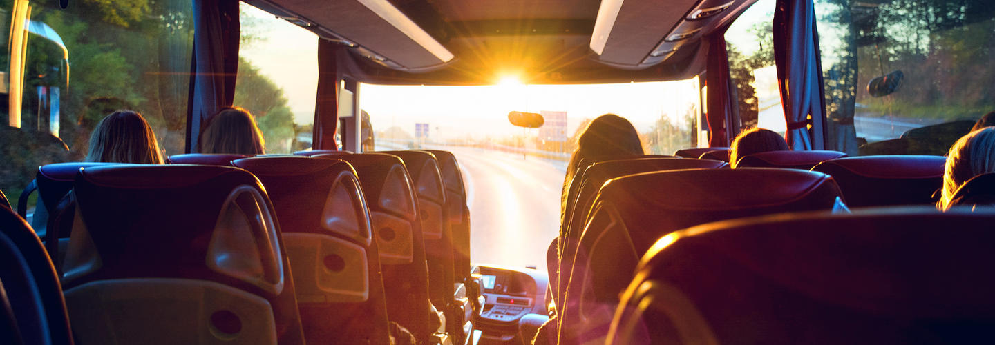 Bus Busreise Abend Sonnenuntergang Reiseverkehr Fotolia 140696138 Subscription Monthly M