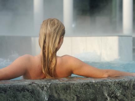 Wellness Kur Therme Thermal Schoenheit Beauty Entspannung Fotolia 109247308 Subscription Monthly M2