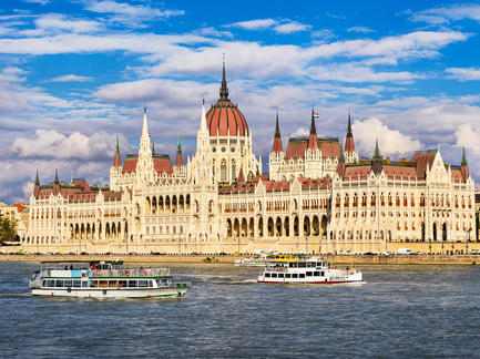 Budapest Parlament Ungarn Fotolia 79407999 Subscription Monthly M