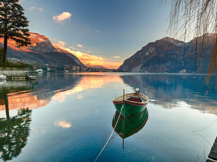 Comer See Italien Boot Fotolia 74022515 Subscription Monthly M