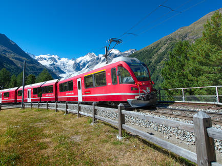 Glacier Express Zug Bahn Schweiz Fotolia 90280563 Subscription Monthly M2